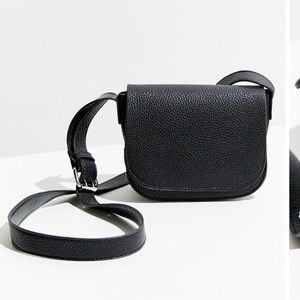 🆕URBAN OUTFITTERS CLASSIC SADDLE CROSSBODY BAG